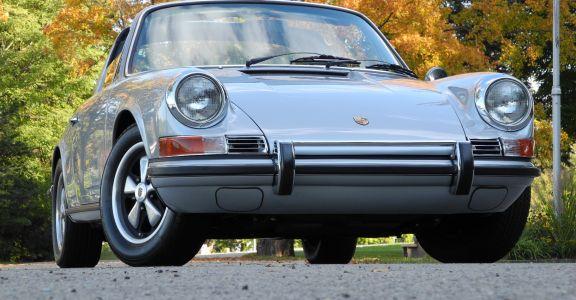 1970 Porsche 911 Targa perspective