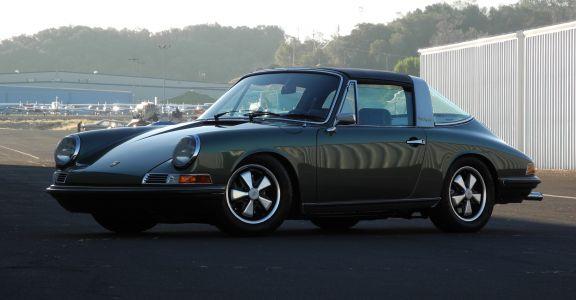 1968 Porsche 911S Targa perspective