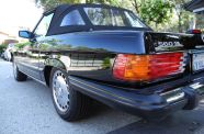 Mercedes Benz 560SL One owner!  View 28